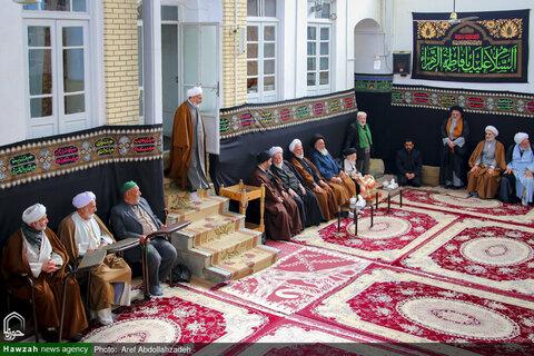 بالصور/ إقامة مجالس العزاء في بيوت مراجع الدين والعلماء في الأيام الفاطمية بقم المقدسة