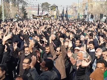 تجمع هزاران نفری عزاداران کاشانی در میدان کمال الملک