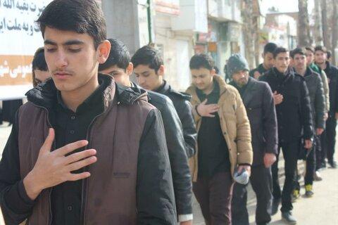 تصاویر/ حضور طلاب مدرسه علمیه قروه در مراسم عزاداری شهادت حضرت فاطمه (س)