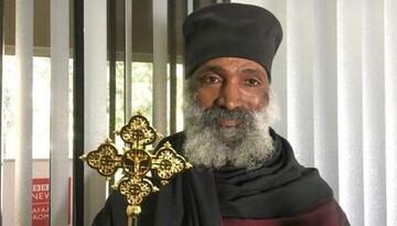 کشیش اهل اتیوپی برای ساخت مسجد و کلیسا تلاش میکند