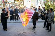 تصاویر/ آتش زدن پرچمهای آمریکا و اسرائیل در مدرسه علمیه معصومیه