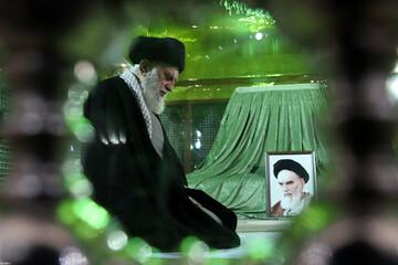 فیلم| حضور رهبر انقلاب در مرقد مطهر امام خمینی(ره)