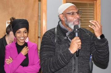 ایلهان عمر در مسجد آیووا از نمازگزاران خواست به پای صندوق های رای بروند