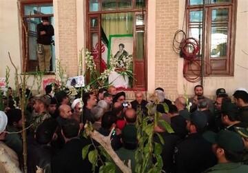 بیت امام خمینی(ره) در قم گلباران شد