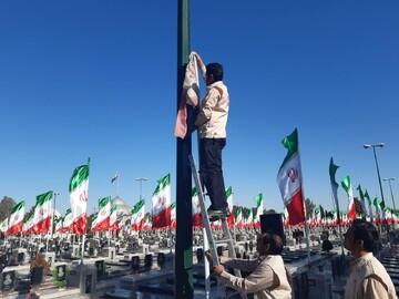 پرچم گلزار شهدای کاشان تعویض شد