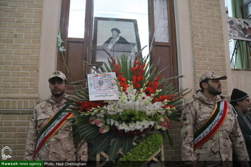 بالصور/ تزيين بيت الإمام الخميني (ره) بالأزهار والورود في ذكرى انتصار الثورة الإسلامية بقم المقدسة