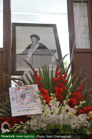بالصور/ تزيين بين الإمام الخميني (ره) بالأزهار والورود في ذكرى انتصار الثورة الإسلامية بقم المقدسة