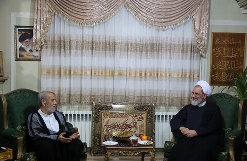 دیدار آیت الله اعرافی با خانواده شهیدان حسن عرب و محمدحسین وفاداران