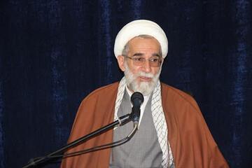 اندیشه های امام خمینی(ره) را با شیوه های جدید به جوانان منتقل کنیم