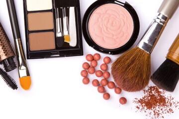 احکام شرعی | مانع بودن مواد آرایشی برای سجده