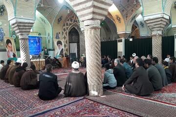تصاویر/ محفل انس با قرآن ویژه دهه فجر در مدرسه علمیه حافظین قرآن کرمانشاه
