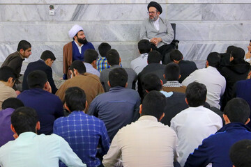 تصاویر/ حضور مسئول مرکز ارتباطات و بین الملل حوزههای علمیه در جمع طلاب قروهای