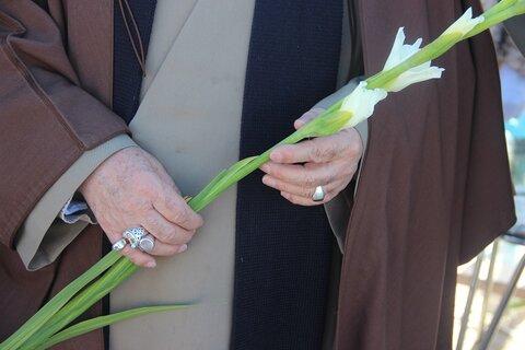 غبارروبی و عطرفشانی گلزار شهدای قزوین