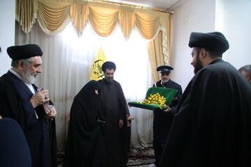 تصاویر / تکریم مادر روحانی شهید سید رحمت الله موسوی توسط خادمان امامزاده موسی مبرقع (ع)
