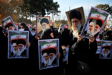 Iran informs school students on Islamic Revolution