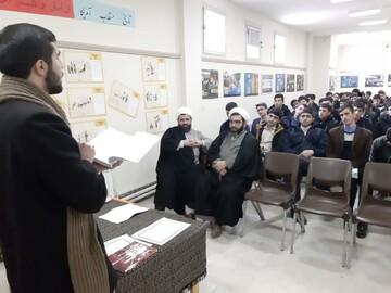 تصاویر / نشست تخصصی کتابخوان با  موضوع انقلاب اسلامی در مدرسه علمیه امام صادق(ع) اهر