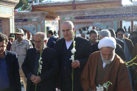 تصاویر/ گلباران مزار شهدای بجنورد به مناسبت دهه فجر