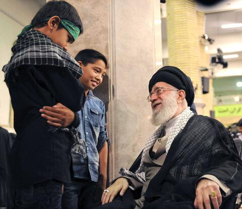 تصاویر دیده نشده از دیدارهای خانوادههای معظم شهیدان با رهبر انقلاب