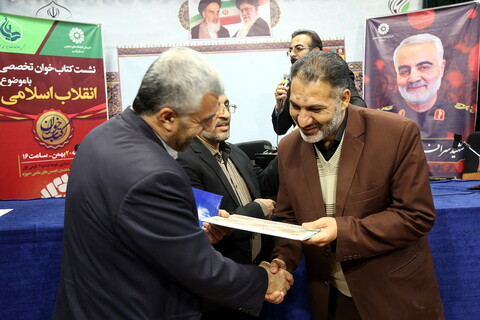 تصاویر/نشست کتابخوان تخصصی با موضوع انقلاب اسلامی