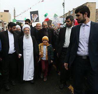 آیت الله العظمی مکارم در راهپیمایی 22 بهمن شرکت کرد