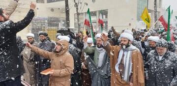 تصاویر / حضور مردم تبریز زیر بارش شدید برف در راهپیمایی ۲۲ بهمن