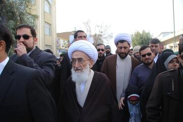 حضور آیت الله العظمی  نوری همدانی در راهپیمایی 22 بهمن