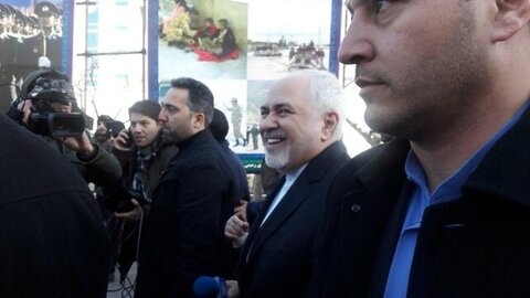دکتر ظریف در راهپیمایی 22 بهمن