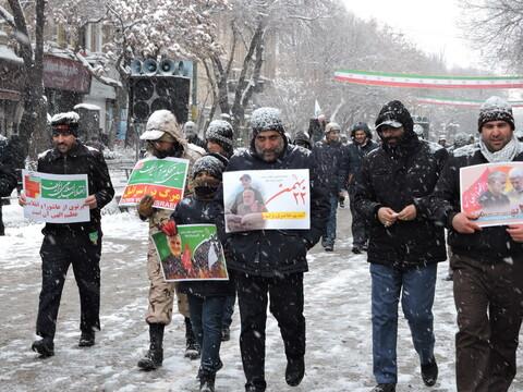 حضور مردم تبریز زیر بارش شدید برف در راهپیمایی ۲۲ بهمن