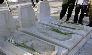 ادای احترام به مزار مطهر شهدای انقلاب در قم