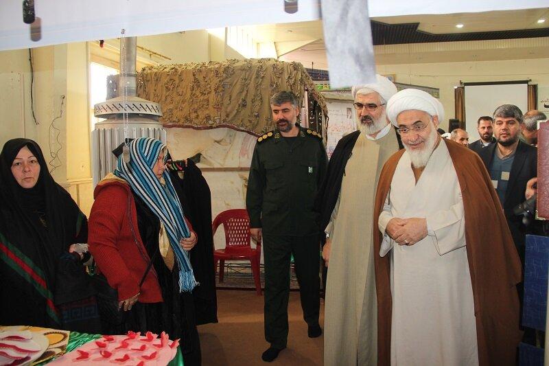 تصاویر/ بازدید امام جمعه و مدیر حوزه قزوین از غرفه های جشنواره برترین های مساجد