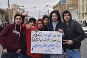 تصاویر شما/ پلاکاردهای انتخاباتی مردم در راهپیمایی ۲۲ بهمن قم