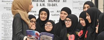 مدیر مدارس اسلامی بریتانیا: به پسران کارگران سفیدپوست کمک میکنیم