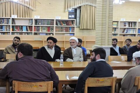تصاویر/ نشست نقد  کتاب معقولیت فطرت در مدرسه علمیه ولیعصر(عج) تبریز