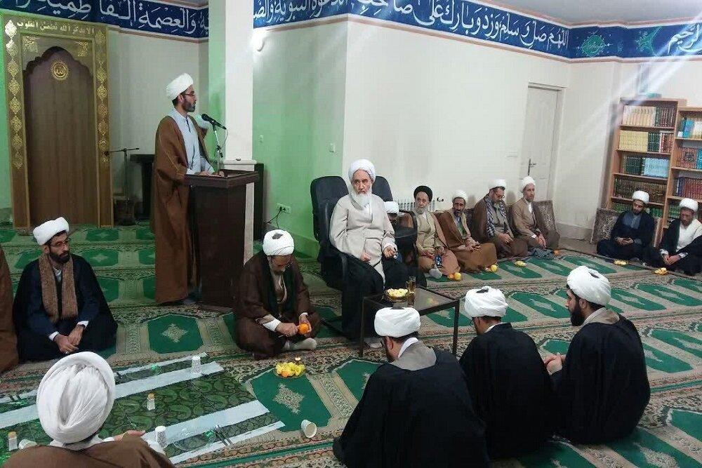تصاویر/ نشست اساتید و مدیران مدارس علمیه کرمانشاه با آیت الله علما