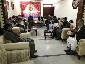 اعضای حزب حریت کشمیر برای سلامتی رهبرشان دست به دعا برداشتند