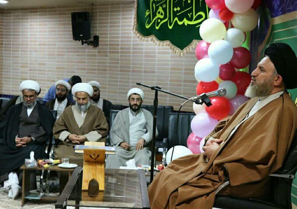 خانواده های طلاب و اساتید در شیراز تجلیل شدند