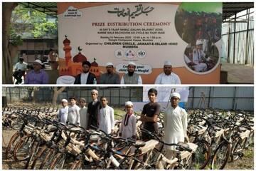 اهدای دروچرخه به نوجوانانی که حضور منظم در مسجد هندی داشتند +تصاویر