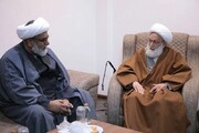 بالصور/ آية الله عيسى قاسم يلتقي بأعضاء مجلس وحدة المسلمين في باكستان بمقرّ إقامته بمدينة قم المقدسة