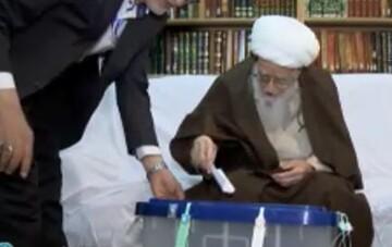 فیلم  آیت الله العظمی صافی رأی خود را به صندوق انداخت