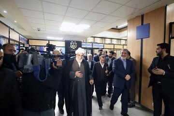 رئیس دفتر مقام معظم رهبری از ستاد انتخابات بازدید کرد+ عکس