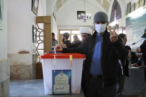 حضور مردم انقلابی قم پای صندوق های رأی