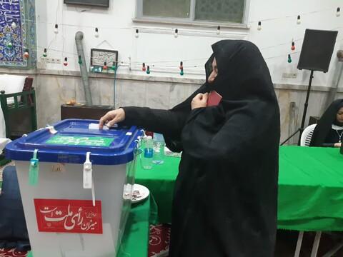 تصاویر/ حضور مردم کاشان درپای صندوق های رای
