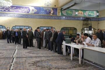 بالصور/ ملحمة الشعب الإيراني في مختلف أرجاء البلاد ومشاركتهم في الانتخابات