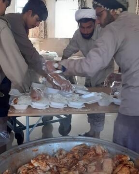 پخت روزانه ۳۰ هزار غذای گرم برای زلزله زدگان شهرستان خوی