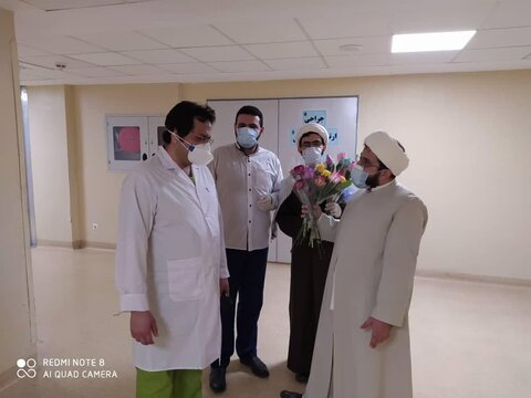 حضور طلاب العلوم الدينية للحوزة العلمية في مستشفى فرقاني بقم المقدسة
