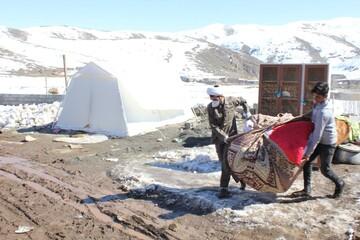 نیاز شدید مردم زلزله زده به وسائل گرمایشی و غذاهای آماده/ طلاب جهادی در صف اول خدمت رسانی
