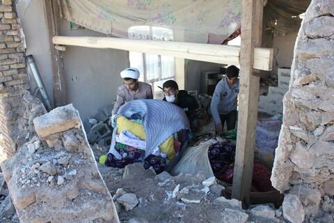 تصاویر/ فعالیت جهادی طلاب و روحانیون خوی در مناطق زلزله زده خوی