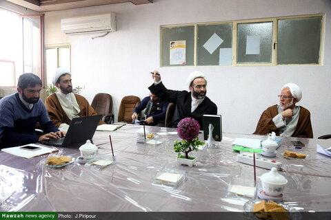 بالصور/ اجتماع للتنسيق بين لجان الناشطة في مقر حملة الصحة في الحوزة العلمية بقم المقدسة