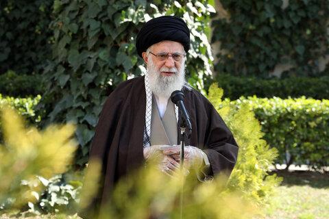 تصاویر/ کاشت دو اصله نهال میوه توسط رهبر انقلاب اسلامی