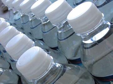 مسلمانان بیش از 10 هزار بطری آب میان هندوهای تشنه توزیع کردند